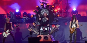 landscape-1461080244-guns-and-roses-axl-rose-coachella